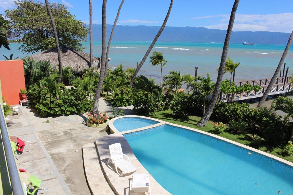 Вид на бассейн в Hotel Guarocuya de Barahona или окрестностях