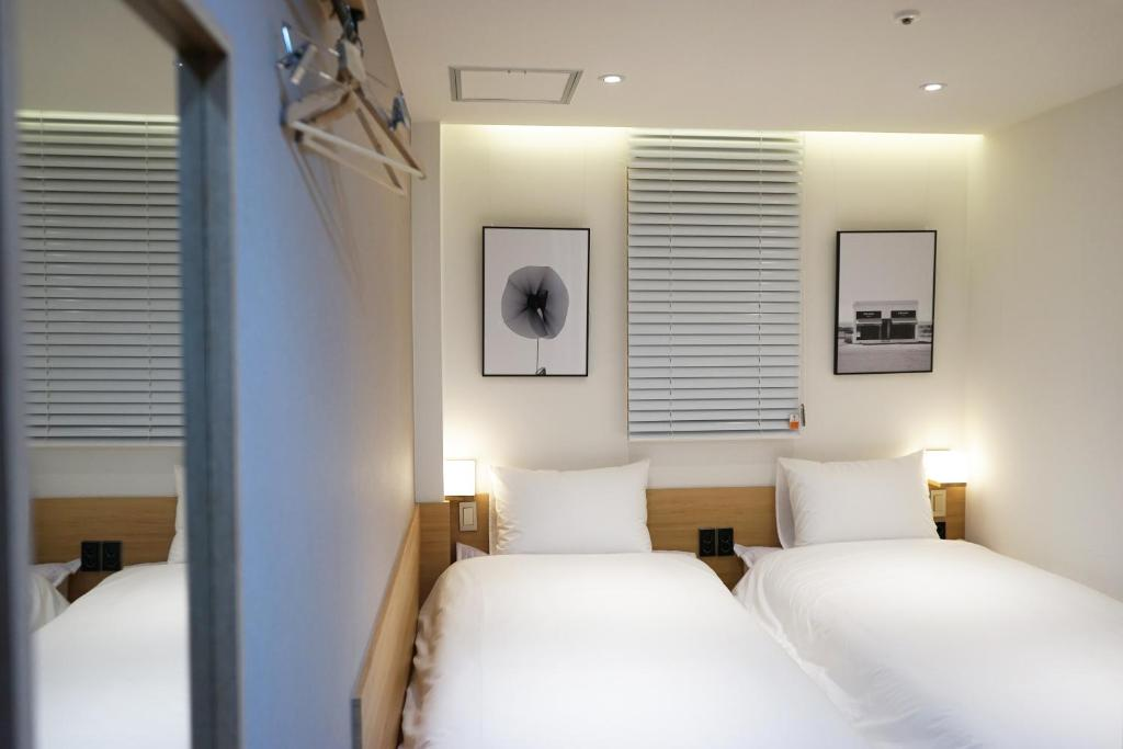A bed or beds in a room at Artravel Myeongdong