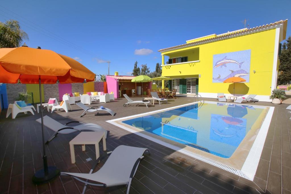 The swimming pool at or near Villa do Lago