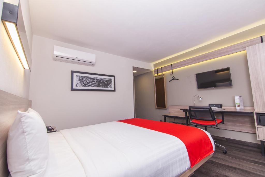 Un ou plusieurs lits dans un hébergement de l'établissement City Express Plus Bogota Aeropuerto