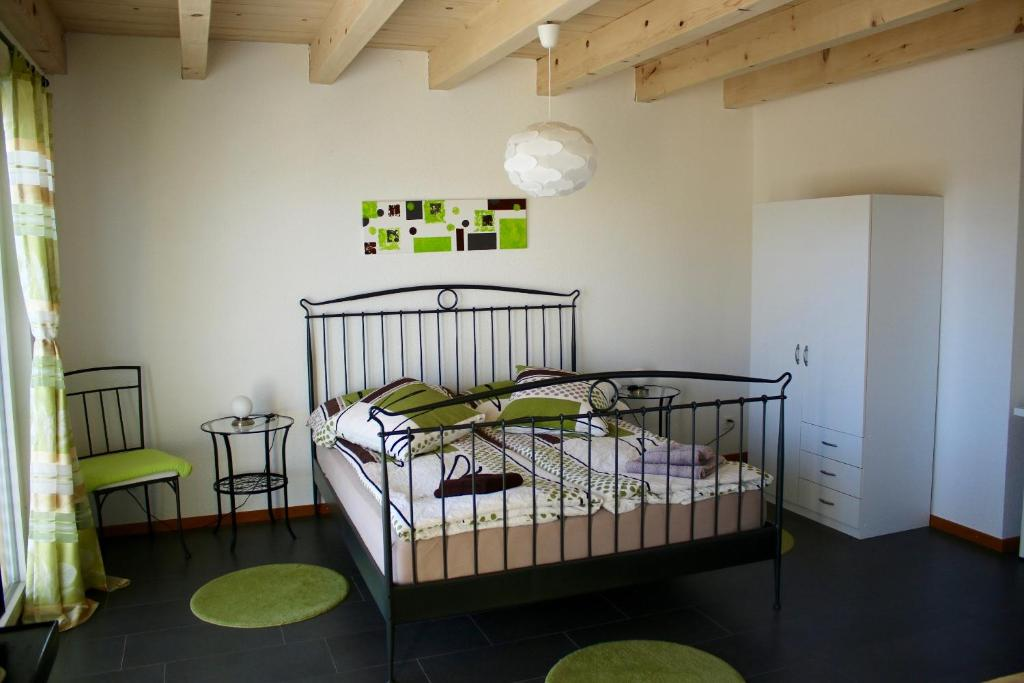 A bed or beds in a room at BNB Les Prises