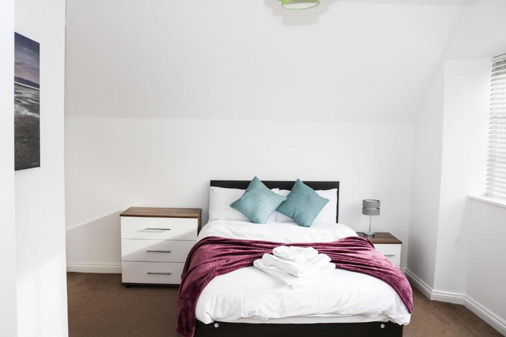 A bed or beds in a room at Parks Nest 6