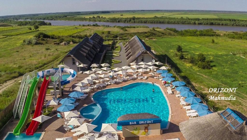 O vedere a piscinei de la sau din apropiere de Orizont-Mahmudia