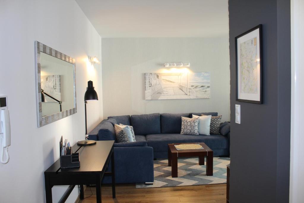 A seating area at Apartament Goya
