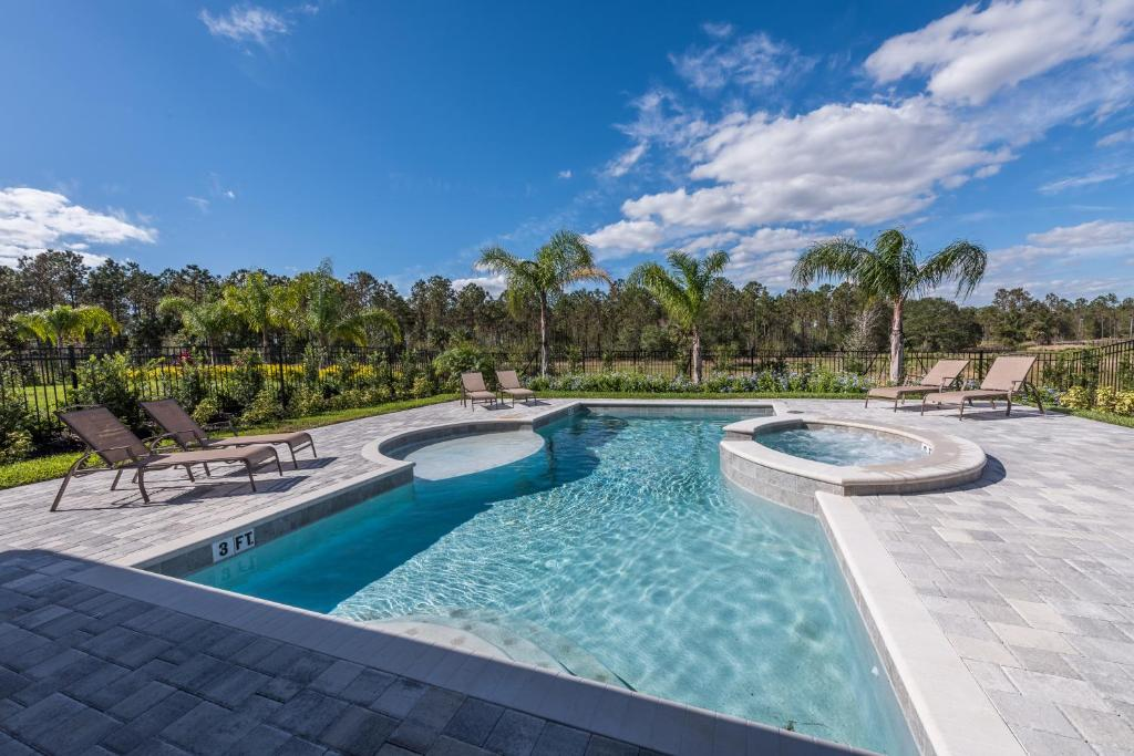 The swimming pool at or close to Striking Home with Loft Area & Games near Disney - 7728F