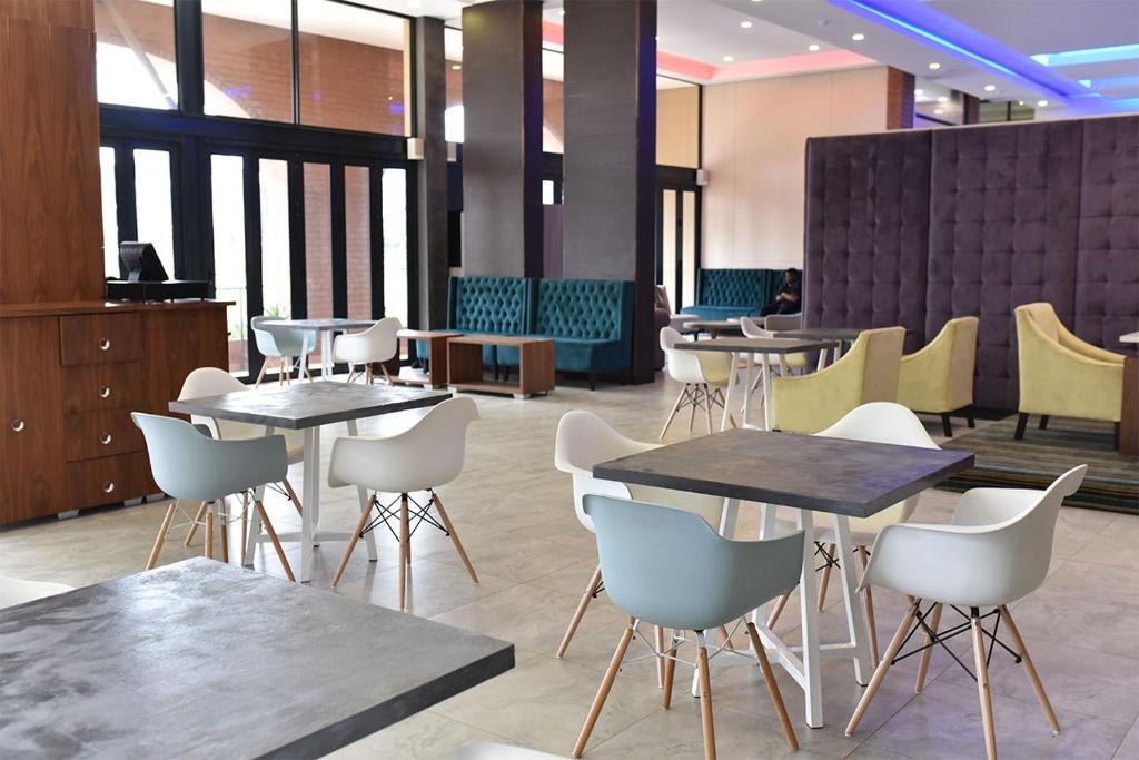 The lounge or bar area at Regal Inn Umhlanga Gateway