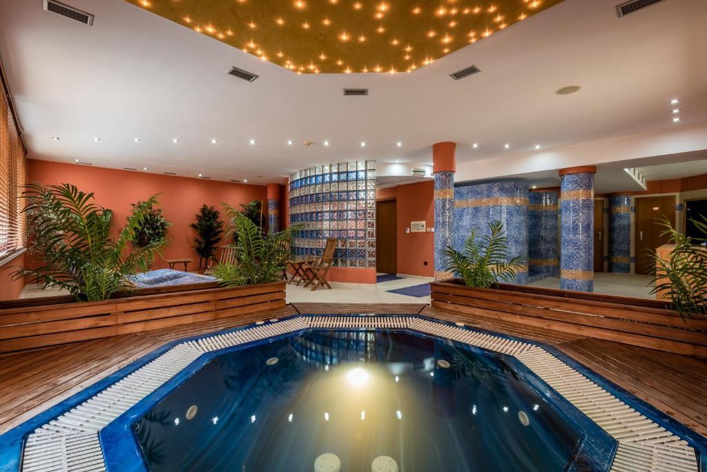 Bazén v ubytování Penzion Fontana nebo v jeho okolí