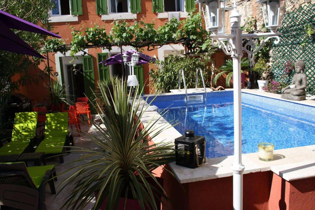 The swimming pool at or close to Casa Ammirati Apartments