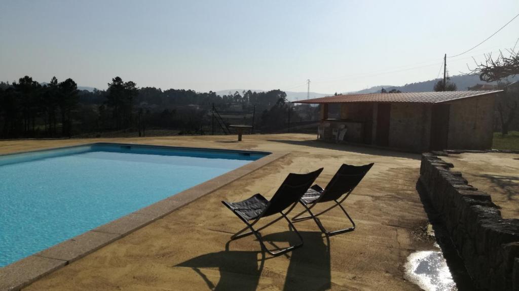 The swimming pool at or near Casa na Quinta de Valinhas