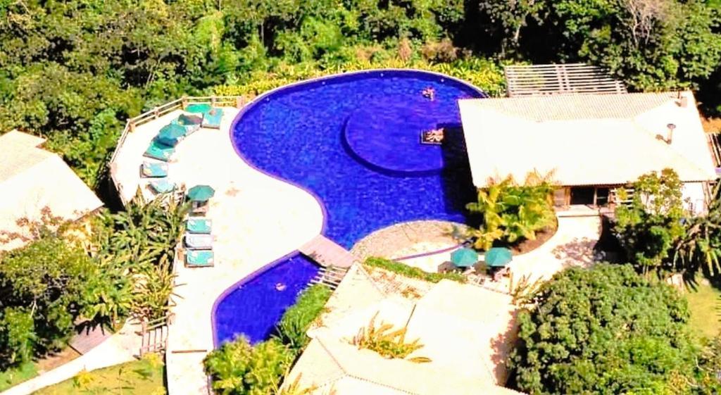Uma vista da piscina em Chalé coco b4 ou nos arredores