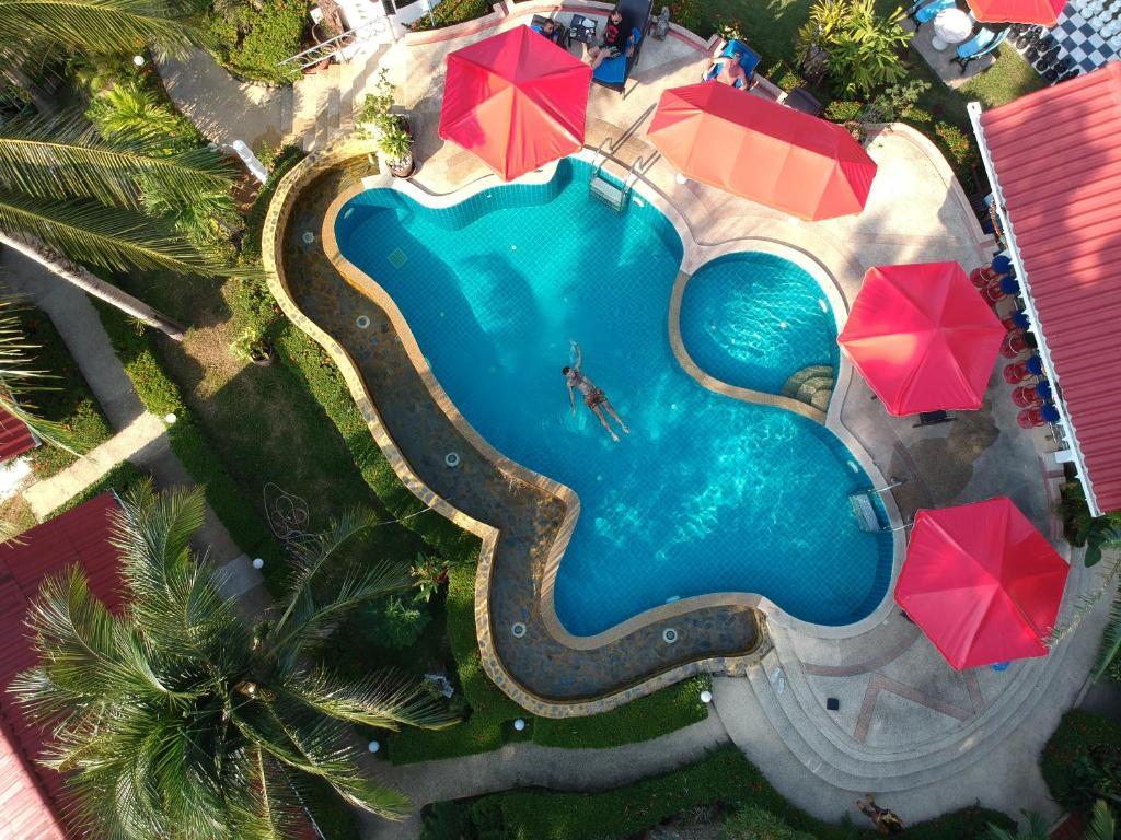 Ein Blick auf den Pool von der Unterkunft Top Resort oder aus der Nähe