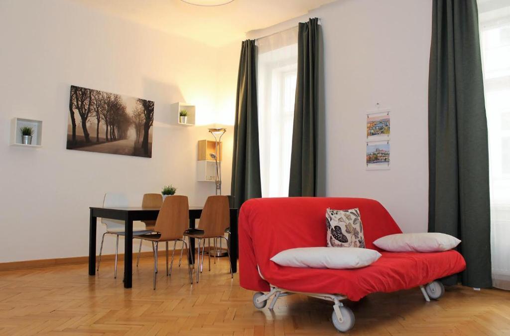 Ein Sitzbereich in der Unterkunft Apartments in the heart of Prague