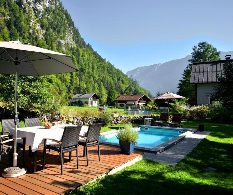 The swimming pool at or near B&B Haus Hemetzberger