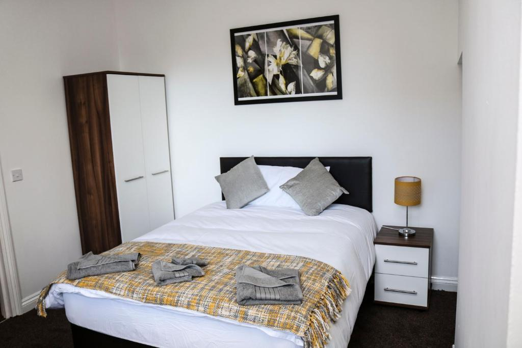A bed or beds in a room at Parks Nest 2