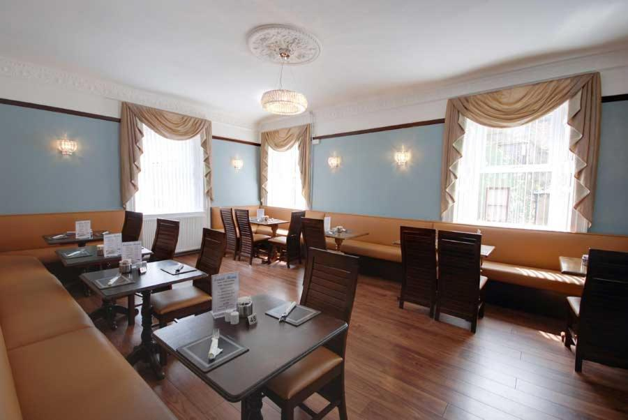 A restaurant or other place to eat at Waverley Hotel
