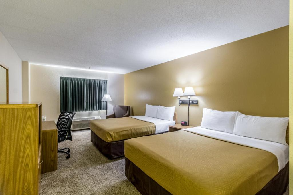 A bed or beds in a room at Econo Lodge - Valley City