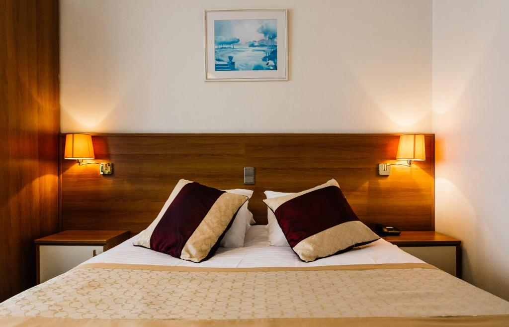 A bed or beds in a room at Hotel Prado