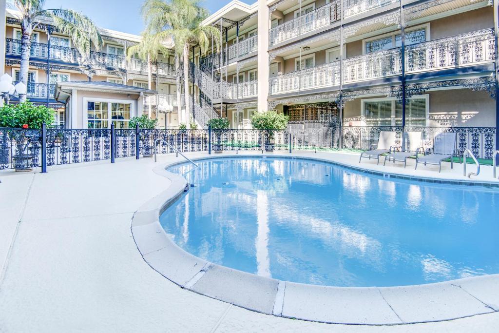 LA Plaza Apartments