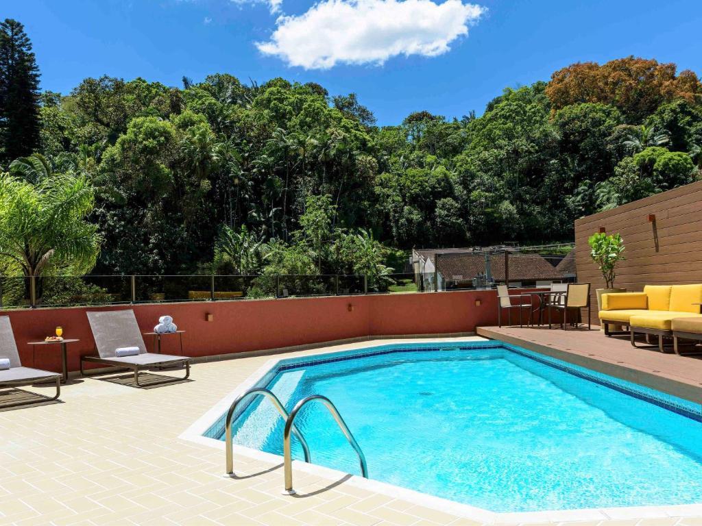A piscina localizada em Mercure Joinville Prinz ou nos arredores