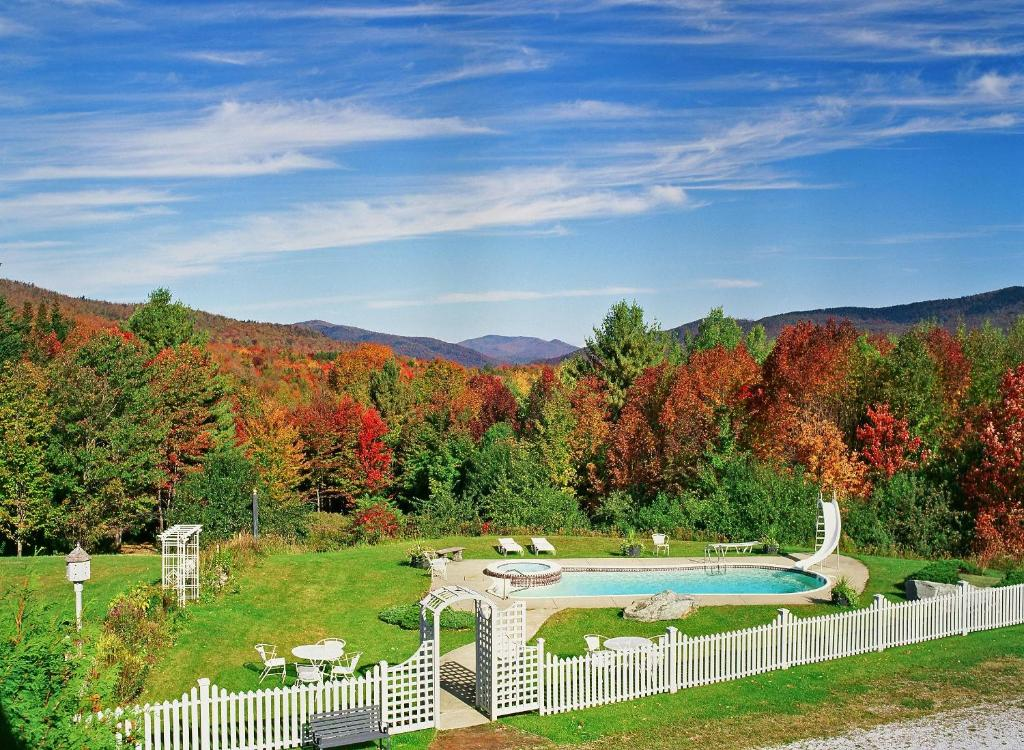 A view of the pool at Greenbrier Inn Killington or nearby