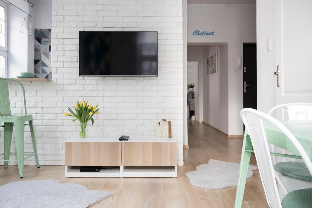 Telewizja i/lub zestaw kina domowego w obiekcie Apartament Miętowy | Chill and the City Apartments