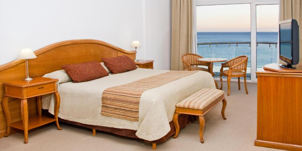 A bed or beds in a room at Hotel Piren