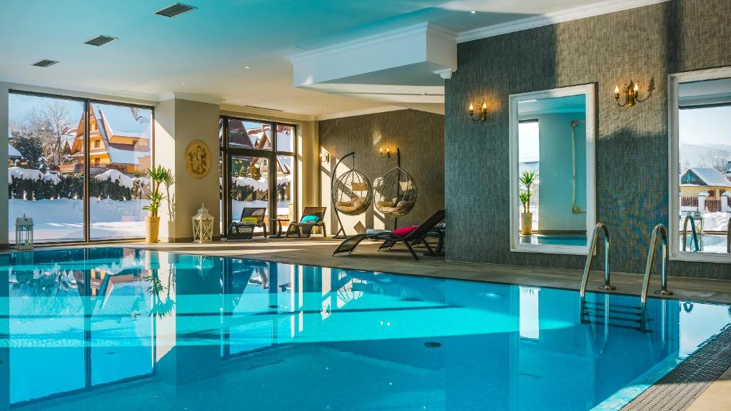 The swimming pool at or close to Hotel Paryski Art & Business