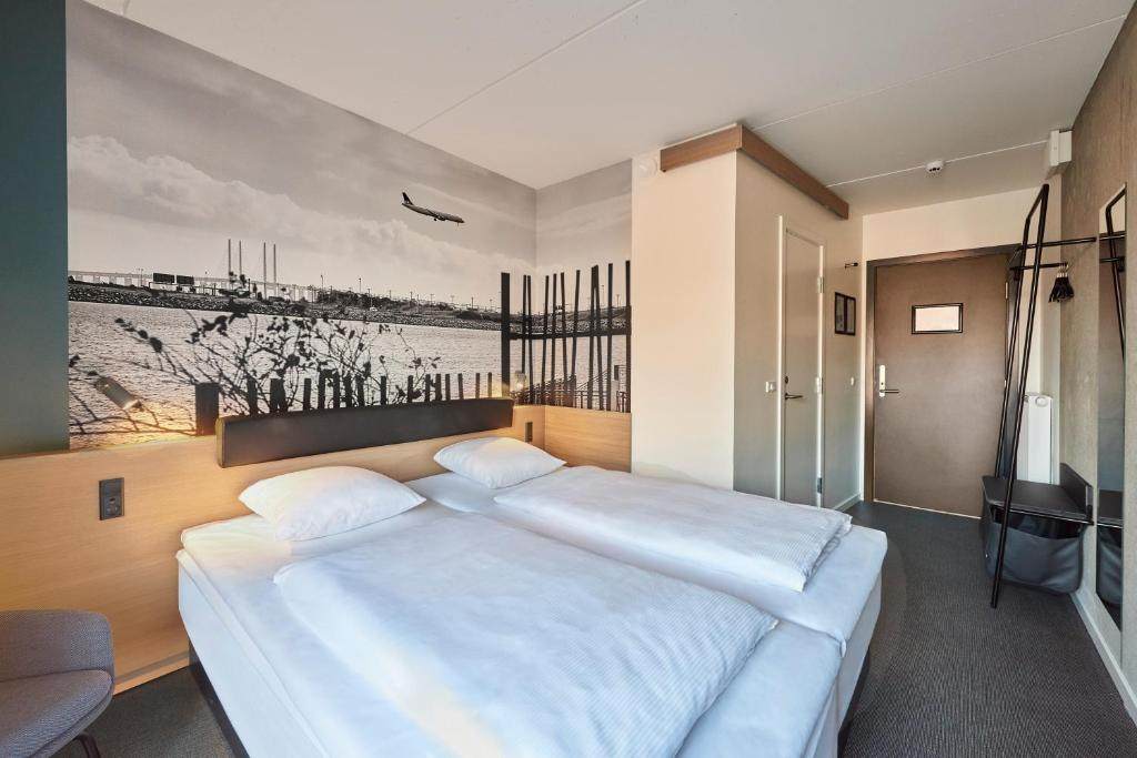 A bed or beds in a room at Zleep Hotel Copenhagen Airport