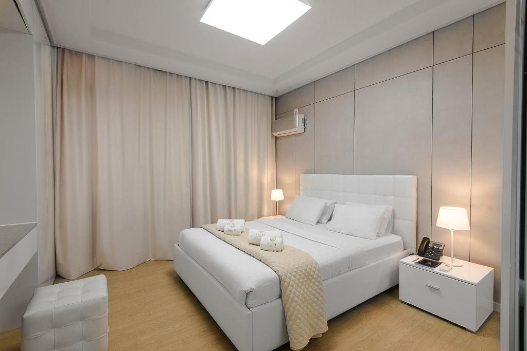 A bed or beds in a room at Elite Apart-Hotel