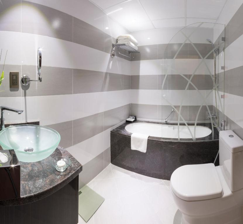 A bathroom at Gevora Hotel