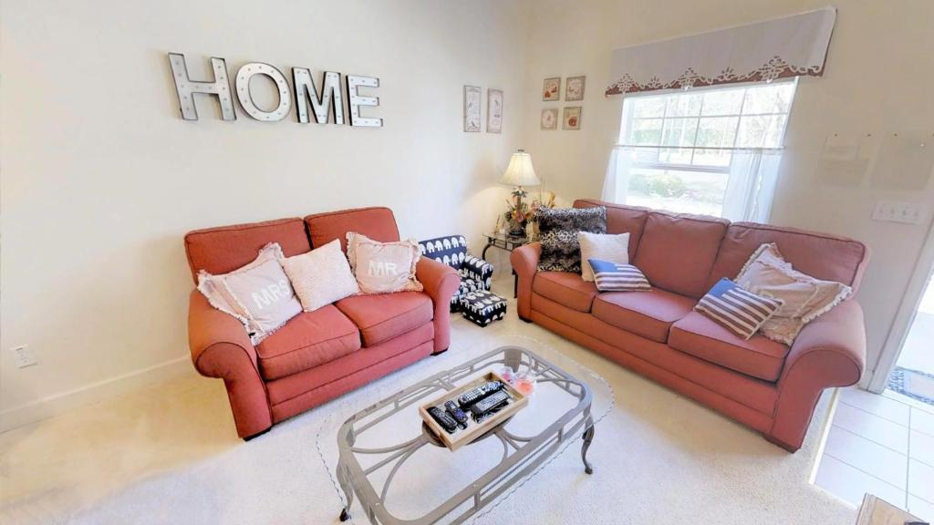 A seating area at Lucaya Village 3 Bedroom Vacation Townhome 1809