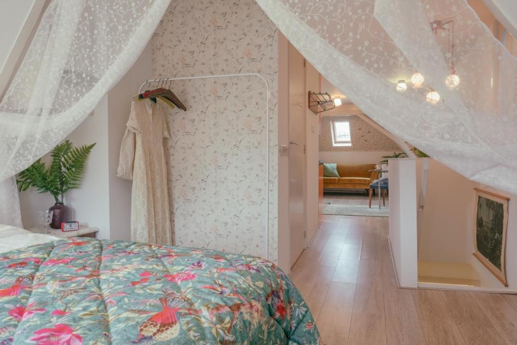 A bed or beds in a room at SOEPP the B&B