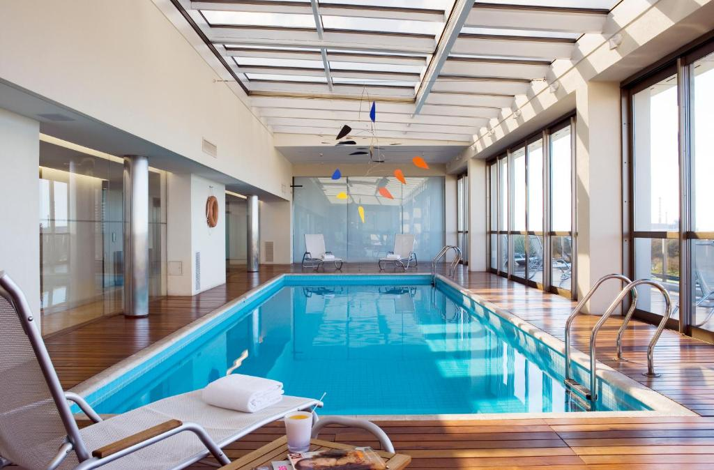 The swimming pool at or close to Hotel Madero Buenos Aires