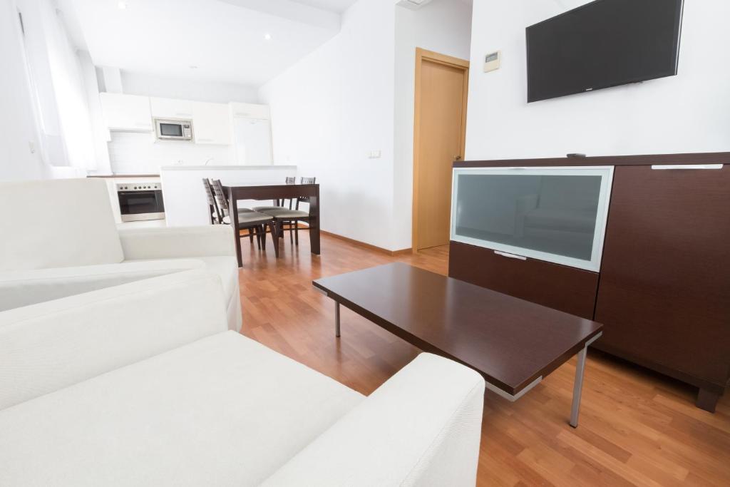 A seating area at Apartamentos ELE Domocenter