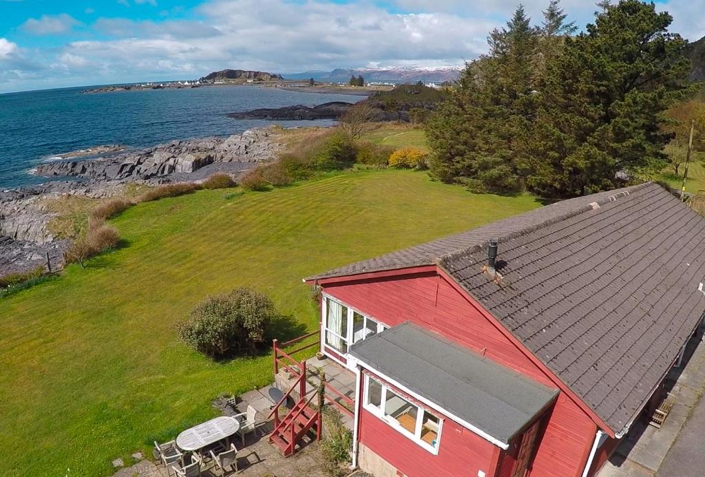A bird's-eye view of Atlantic Bay Cottage