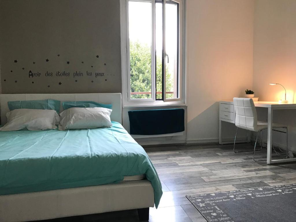 A bed or beds in a room at Le Havre Apartment