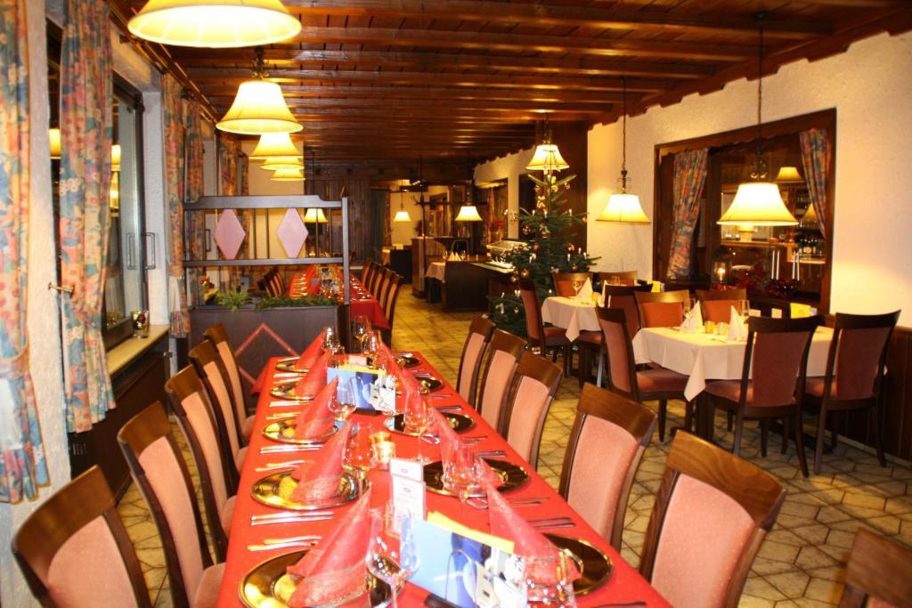 Ein Restaurant oder anderes Speiselokal in der Unterkunft Hotel Wiedfriede