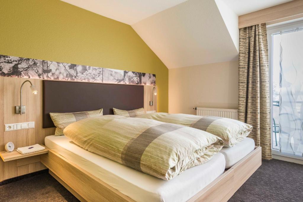A bed or beds in a room at Landpension Kohler