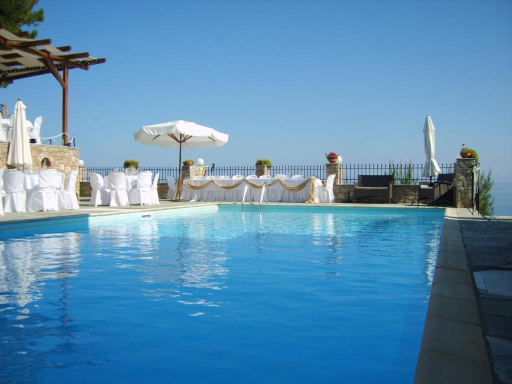Πισίνα στο ή κοντά στο Yalis Hotel