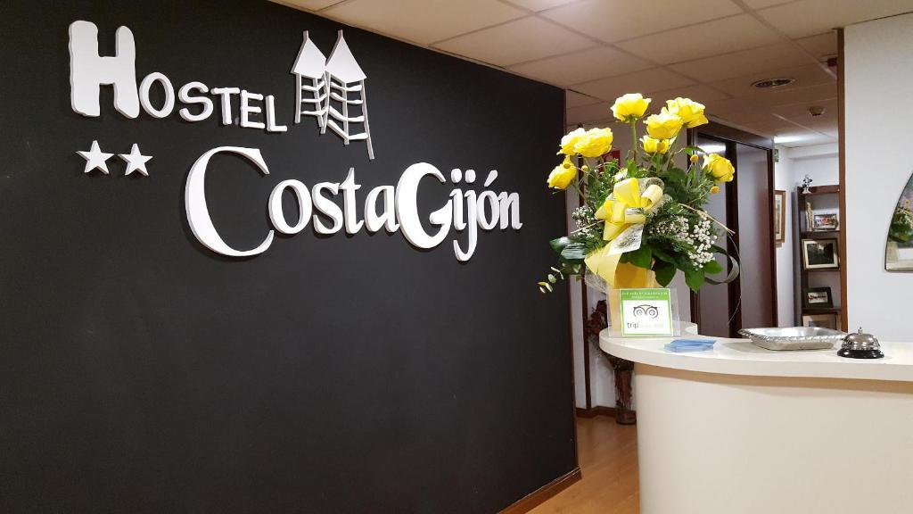 El vestíbulo o zona de recepción de Hostel Costa Gijon