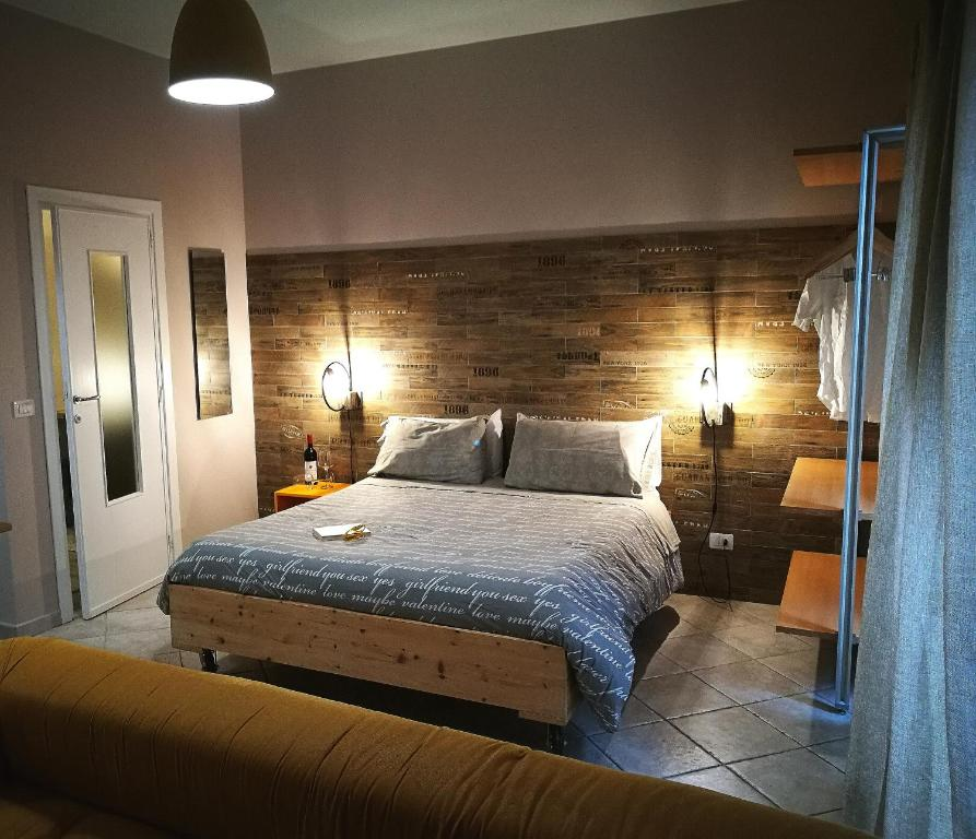 A bed or beds in a room at I Limoni