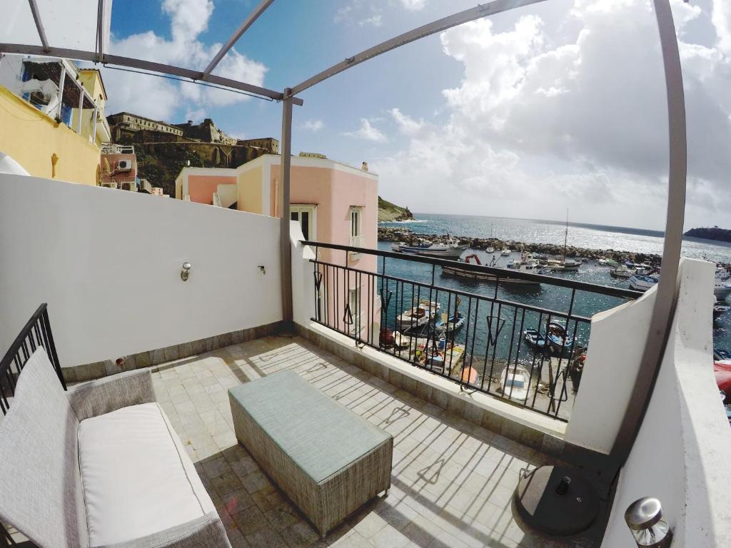 A balcony or terrace at Chora Kalè