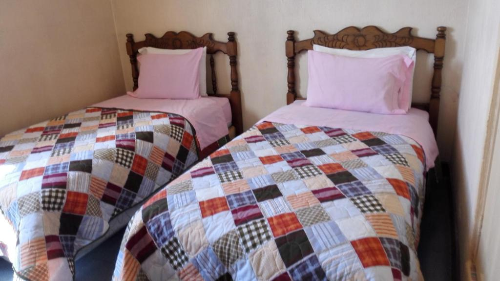 A bed or beds in a room at Hotel Chalet