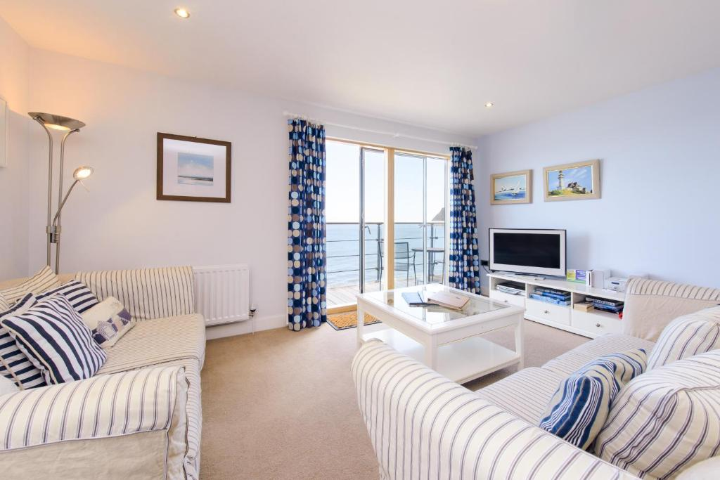 The Sands - Sea Front Apartments - Laterooms