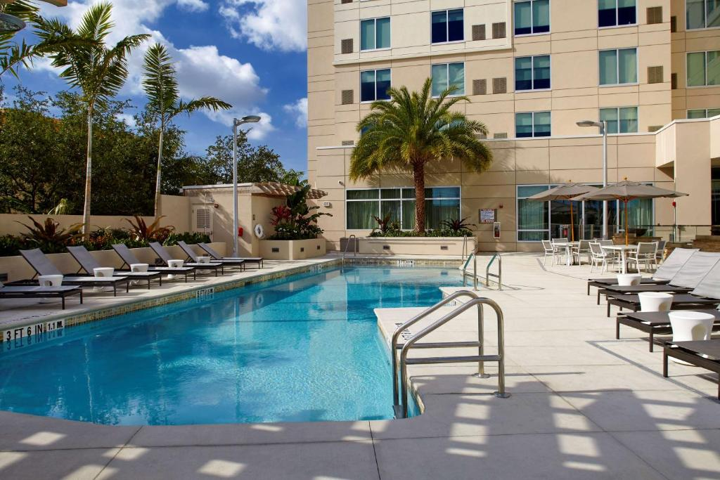 The swimming pool at or close to Hyatt Place Miami Airport East