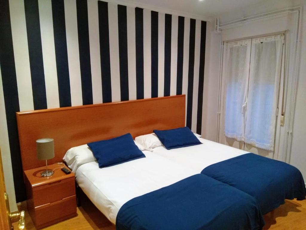 Cama o camas de una habitación en Aldatzeta Ostatua