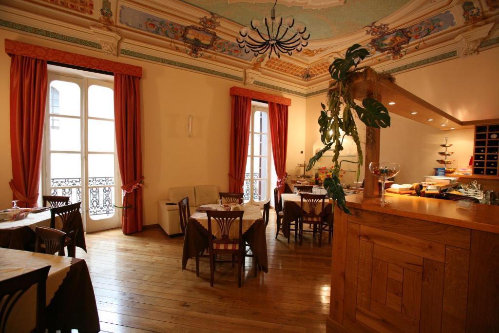 Un restaurante o sitio para comer en Hotel Medici