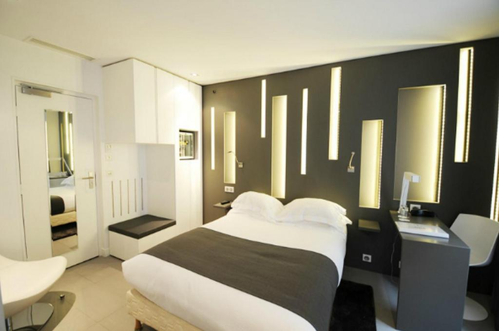 A bed or beds in a room at Arc de Triomphe Etoile