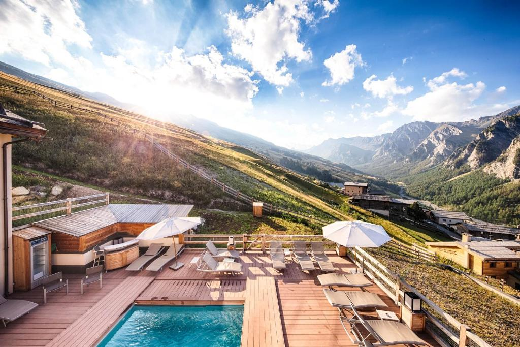 A view of the pool at Hôtel & Spa L'Alta Peyra or nearby