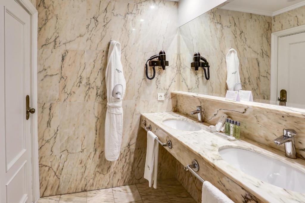 Een badkamer bij Sercotel Hotel Europa